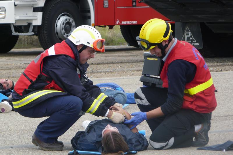 https://ambulanciastenorio.com/wp-content/uploads/2015/08/como-actuar-cuando-ambulancia-esta-circulando.jpg